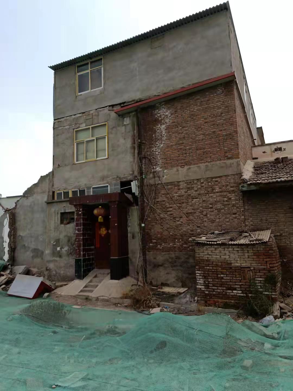 """5场官司均胜诉,两级法院均判决""""不得强拆"""",但2个月后房子还是被强拆,街道办称强拆系""""保护性施工"""""""